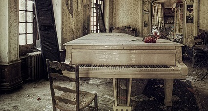 Forgotten piano cropped